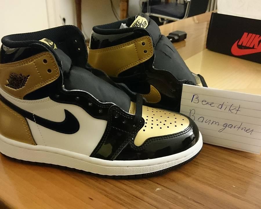 Air Jordan AJ 1 gold toe